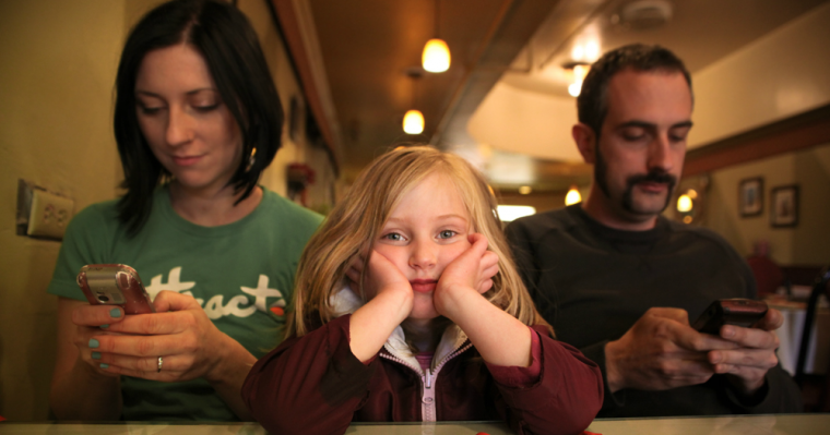 Is a Device Addiction Destroying Your Family? guet post by Justin Ricklefs | JackieBledsoe.com